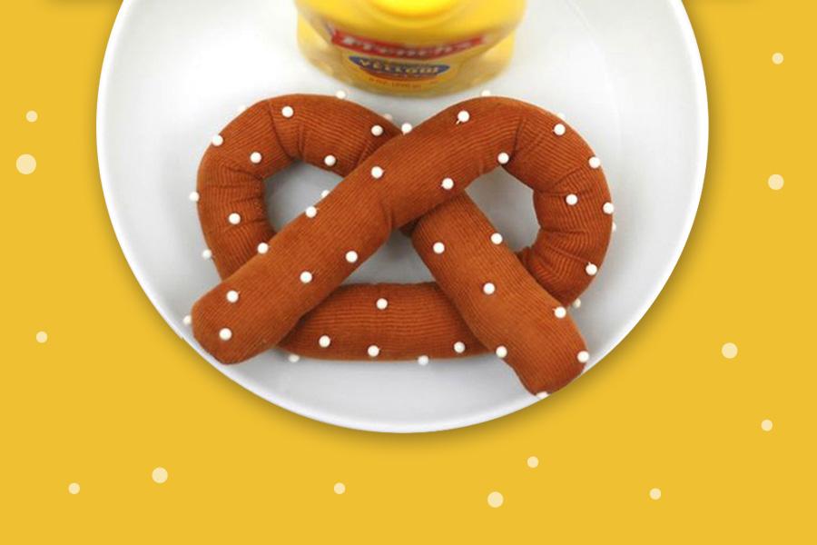Crea un puntaspilli di stoffa a forma di pretzel